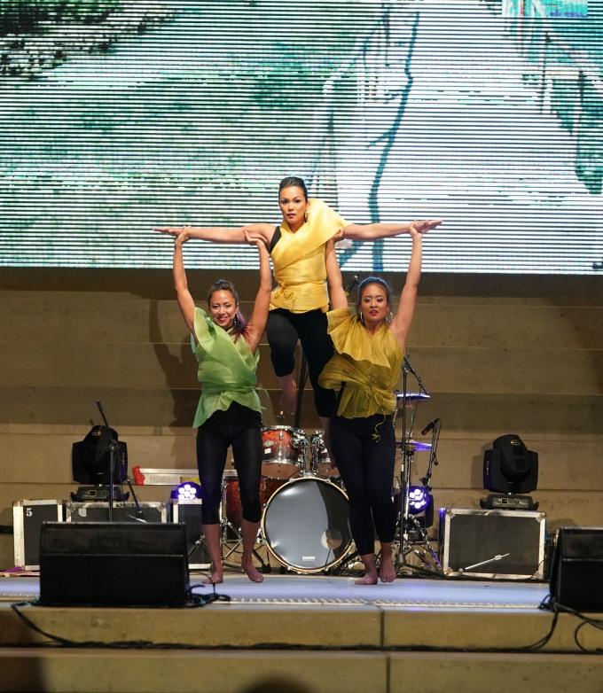 Contemporary Filipino folk fusion, choreographed by Janet L Castillo for Ditta Sandico at the Mabuhay Festival